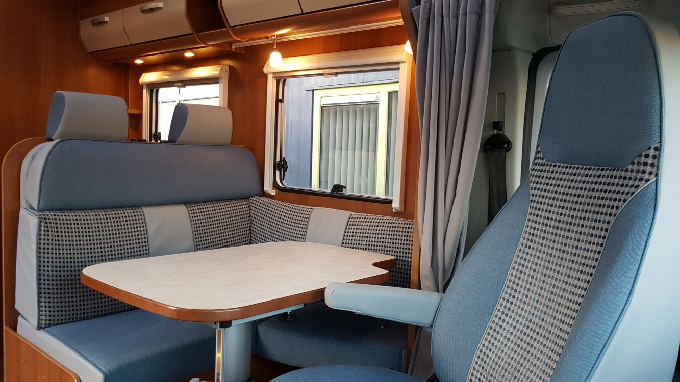 Hymer / Carado 449 Queensbed Topindeling 130pk Cruise controle  foto: 9