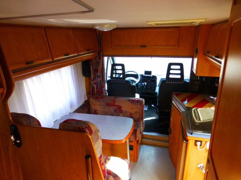 Challenger 610 Frans bed, 4 pers, uitstekende staat foto: 9