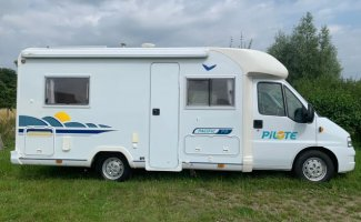 4 pers. Louer un camping-car pilote à Druten ? À partir de 87€ par jour - Goboony