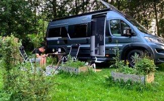2 pers. Louer un camping-car Adria Mobil à Helmond? À partir de 133 € par jour - Goboony