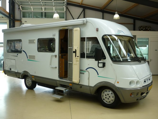 Hymer B 654 Integraal 2.8TDI Vastbed, Hefbed, Airco, Cruise Controle  foto: 0