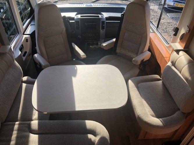Hymer AUTOMAAT(!!) Mercedes 163-PK ML-I 630 Integraal Queensbed(!!), Hefbed, Garage, L-Keuken, Extra's Uniek! foto: 1
