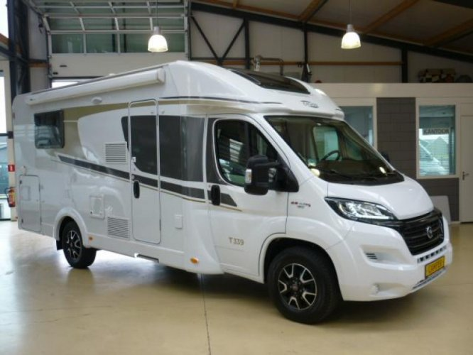 Hymer Carado 339 AUTOMAAT 150PK Queensbed Topindeling  foto: 0