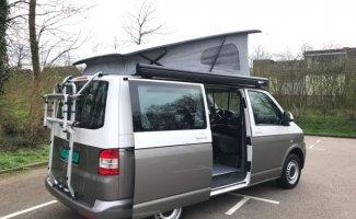2 pers. Volkswagen camper huren in Voorburg? Vanaf € 91 p.d. - Goboony