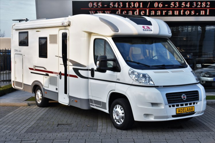 Adria Coral 690 SC Queensbed 18.000km! Separate douche/badk.