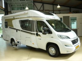 Hymer  Carado 345 150PK AUTOMAAT Frans bed Airco, Cruise Controle, Schotel, Luchtvering